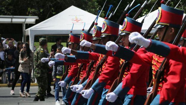 Soldados en desfile