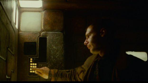 Deckard no elevador