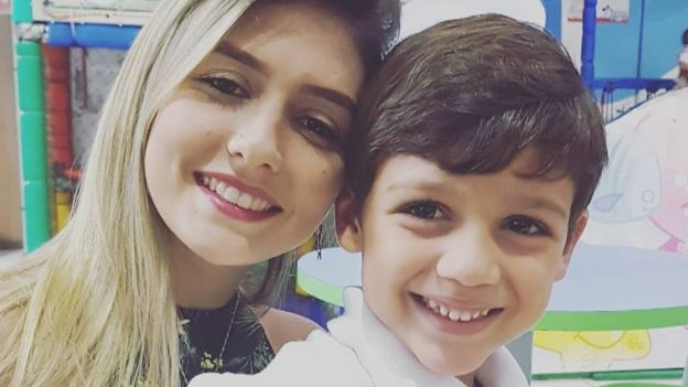 Tamiris e o filho de cinco anos
