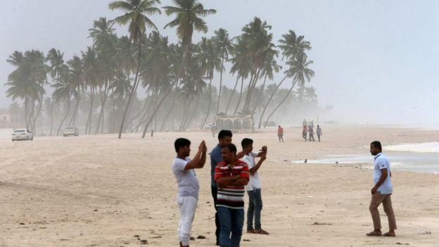 قتل شخص واحد في عمان بسبب الإعصار.
