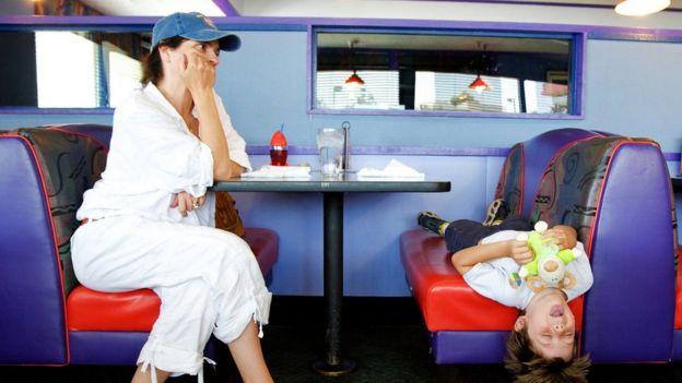Criança em restaurante