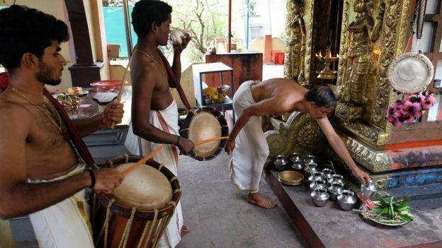 ভারতে অনেক হিন্দু মন্দিরেই মেয়েদের প্রবেশ করতে দেয়া হয় না