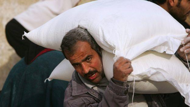 جانب من مساعدات الأونروا للاجئين الفلسطينيين- أرشيف