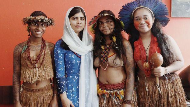 Em 2018, Malala comemorou o aniversário de 21 anos no Brasil e conheceu meninas indígenas e quilombolas de todo o país (esta foto foi tirada em Salvador/BA)