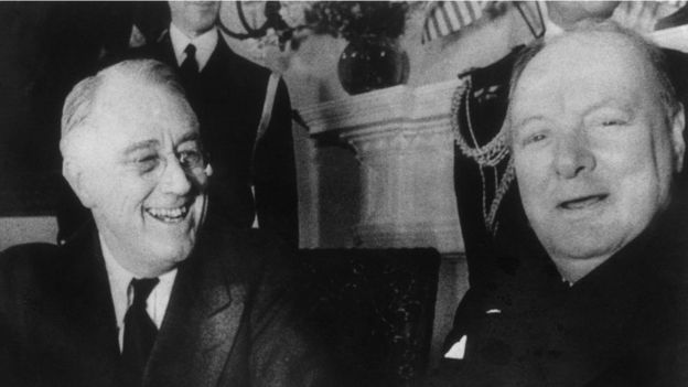 1941年12月,丘吉尔(右)和罗斯福总统在白宫。