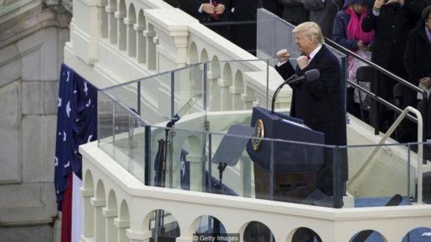 حتی کسانی که از عملکرد ترامپ در مراسم تحلیف ناراضی بودند هم بعد از ورود او به کاخ سفید نگاه مثبتتری نسبت به گذشته به او داشتند