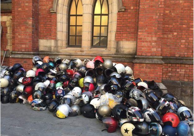 濟南教會持續在台灣各地募集防禦物資,圖為堆積如山的安全帽。