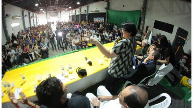 A ministra da Mulher, da Família e dos Direitos Humanos, Damares Alves, no lançamento do Abrace o Marajó, em Breves (PA):