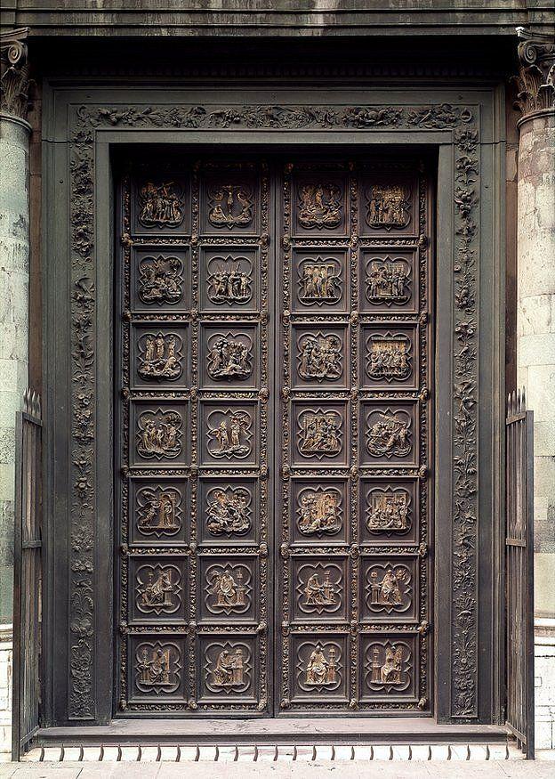 Las puertas norte del baptisterio de Florencia, en bronce dorado, mostrando escenas para el Nuevo Testamento.