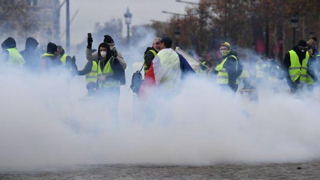 استخدمت الشرطة الغاز المسل للدموع