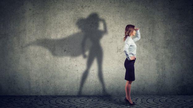 Mujer y su sombra