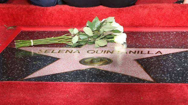 La estrella de Selena en el Paseo de la Fama de Hollywood