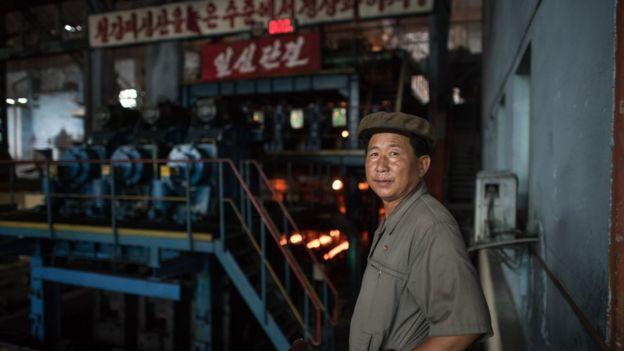 朝鮮平壤某鋼鐵廠工人。(攝於2017年)