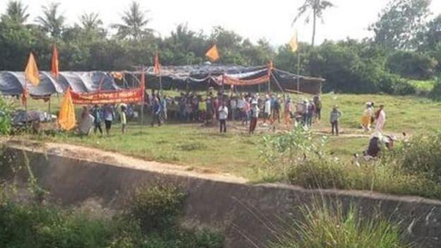 Lán trại người dân dựng lên gần Đầm Trà Ổ