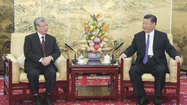 Thường trực Ban Bí thư Trần Quốc Vượng (trái) được xem là một trong các ứng viên chức Chủ tịch nước