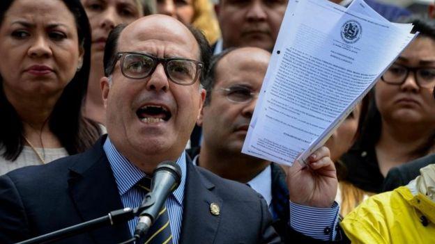 Diputado Julio Borges, de la Oposición.
