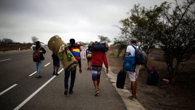 Migrantes venezolanos en la frontera entre Ecuador y Perú, noviembre 1 de 2018.