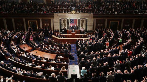 103341682 gettyimages 646443300 - Qué es la enmienda 25 con la que pueden destituir a Trump...