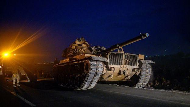Türk ordusu Suriye sınırına ilerliyor