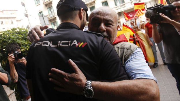 Hundreds attended a demonstration in favour of Spanish unity in Barcelona