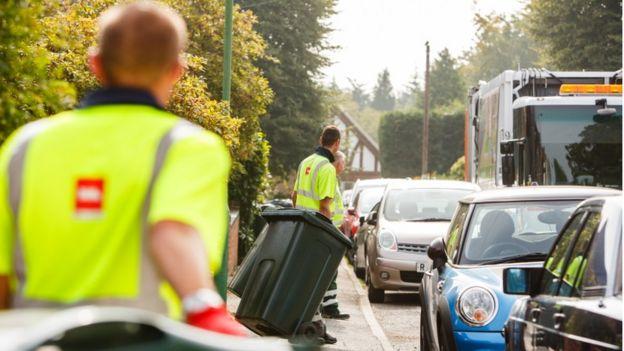 Biffa staff collecting bins