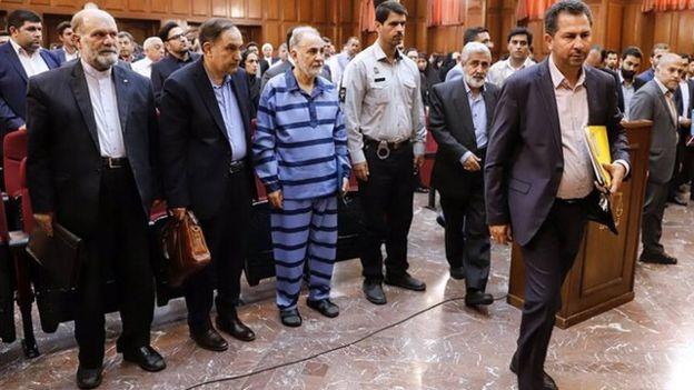 آقای نجفی، محمود علیزاده طباطبایی وکیل اول خود را برکنار کرد