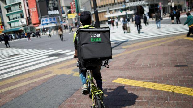 Entregador do Uber Eats