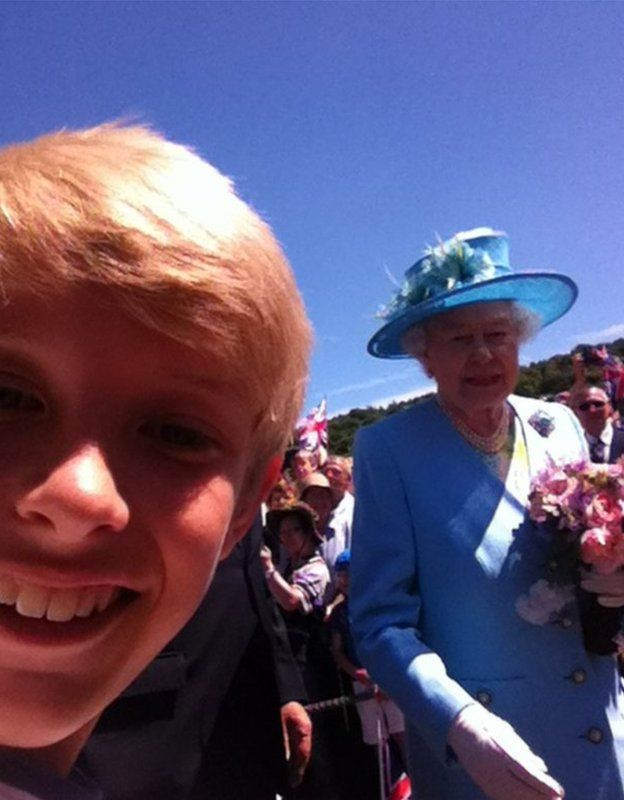 Selfie of a boy with the Queen