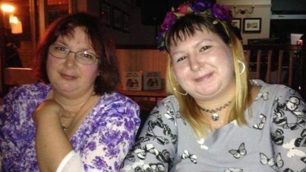 الضحية كاثرين ووالدتها