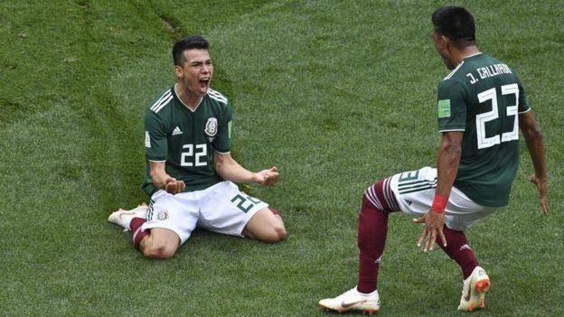 Hirving Lozano celebra el gol de México contra Alemania.