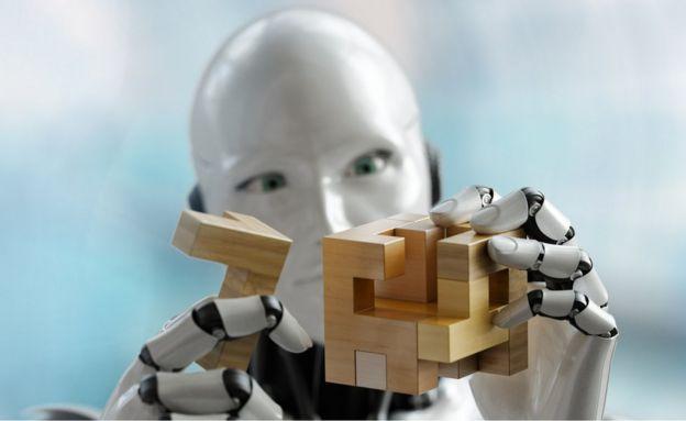 Renderização em 3D de um robô humanoide tentando solucionar um quebra-cabeça tridimensional