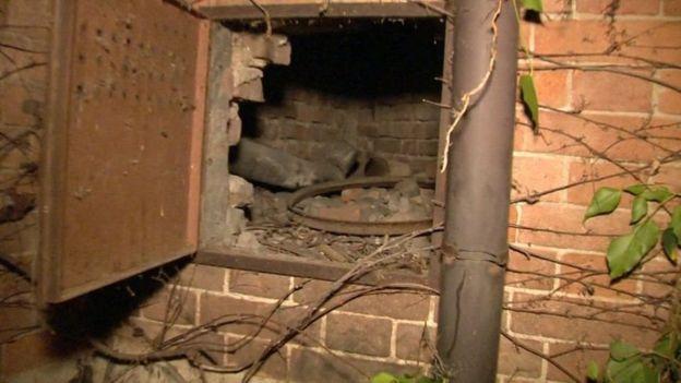 cavidade na parede onde a obra foi encontrada