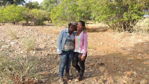 Lourdes Oliveira e a filha, Damilys, na fazenda Caraibeiras, na Bahia
