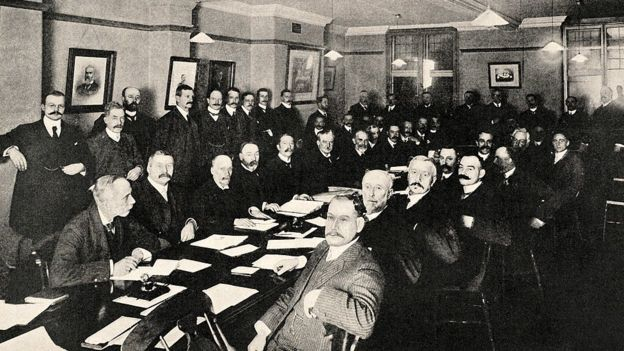 la International Football Association Board reunida en 1906