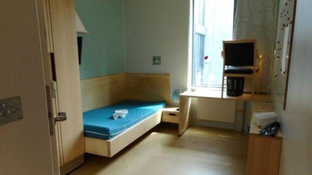 غرفة في السجن