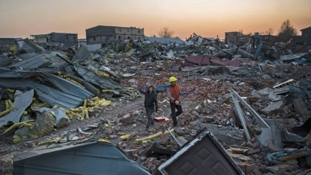 Workers salvage material from demolished buildings in Beijing (6 Dec 2017)