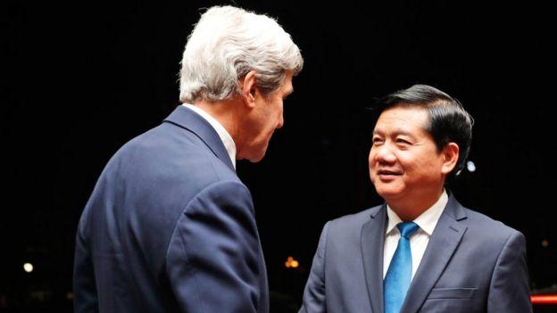 Ông Đinh La Thăng, khi còn là Bí thư Thành ủy TPHCM tiếp Ngoại trưởng Mỹ John Kerry ngày 13/1/2017