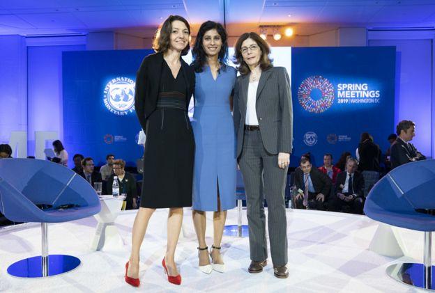 Голдберг (справа), Лоранс Бун из ОЭСР и Гита Гопинат из МВФ (в центре)