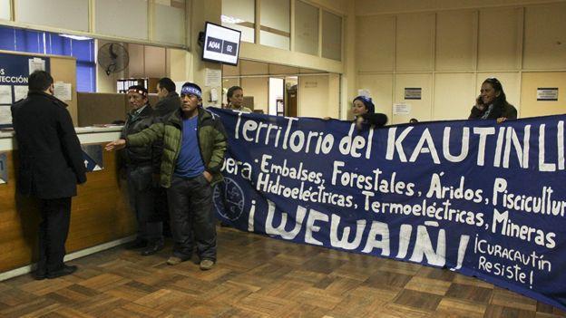 Alberto Curamil durante la campaña en contra las represas