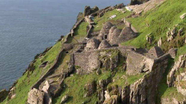 مساكن الرهبان على الجزيرة