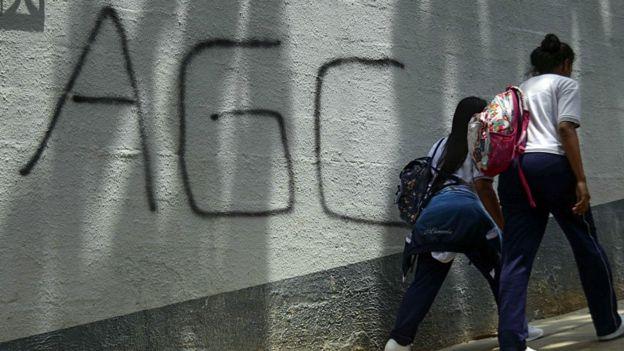 Pintada de las autodefensas en un muro
