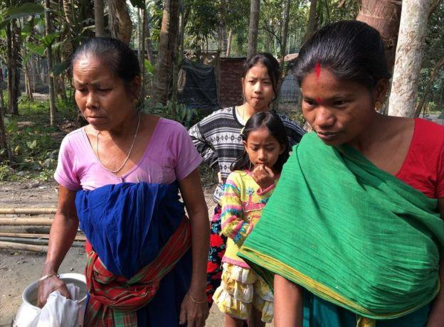 Shewali Boro con su suegra, Manamati Boro.