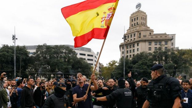hombre con bandera de españa