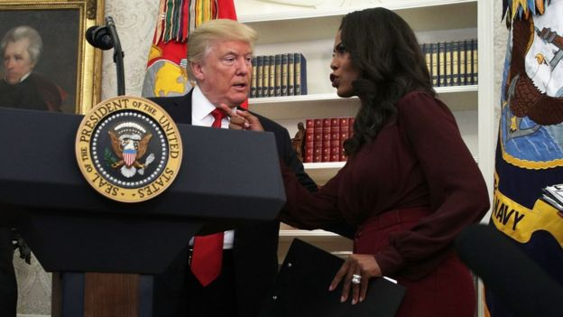 Omarosa Manigault talks with Donald Trump in the White House.