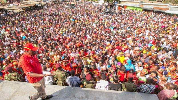 President Uhuru Kenyatta addresses Jubilee Party supporters in Kaloleni area, Kilifi County, Kenya, 10 October 2017