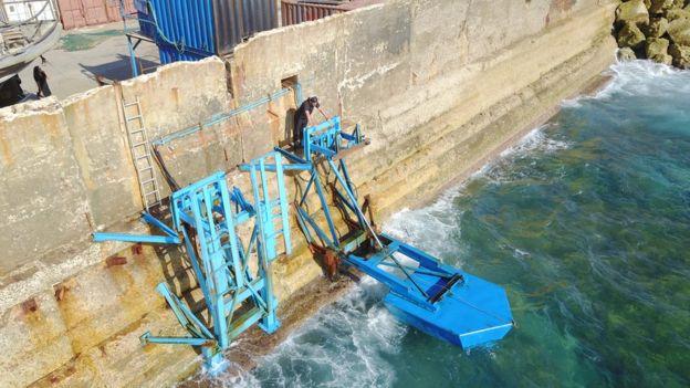 Установка Eco Wave Power в порту Яффы в Израиле.