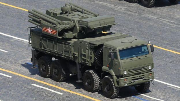 SA-22 karadan havaya füze sistemi.