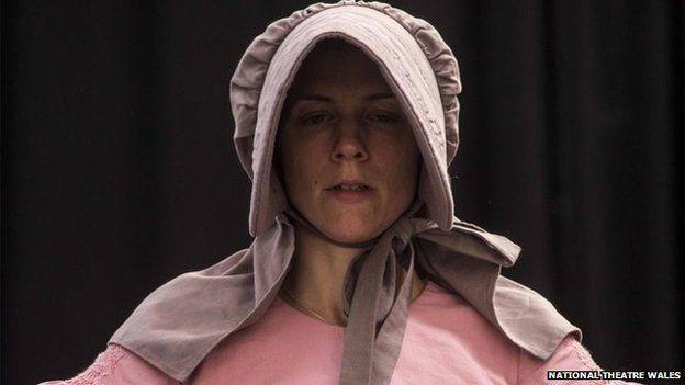 Aelod o'r cast Laura Ward