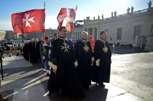 Miembros de la Orden de Malta.