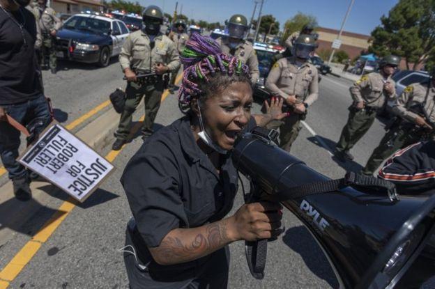 Una protesta tras la muerte de Robert Fuller en Palmdale.